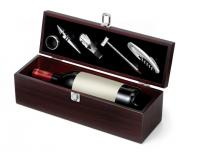 5 PIECE WINE SET IN A WOODEN GIFT BOX